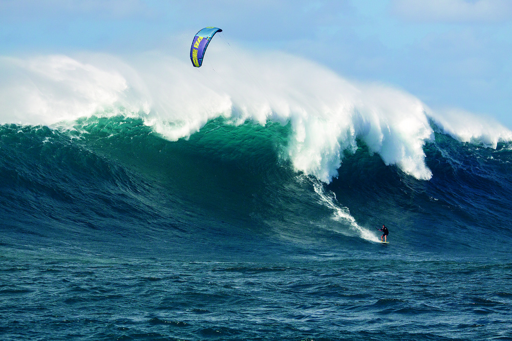 Patri Mclaughlin kitesurfing at Peahi - Jaws - North Kiteboarding - Eric Aeder