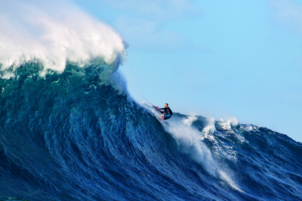 Kitesurfing at Jaws, Eric Aeder