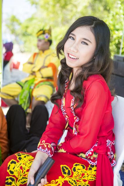 Local singer in full Javanise garb.